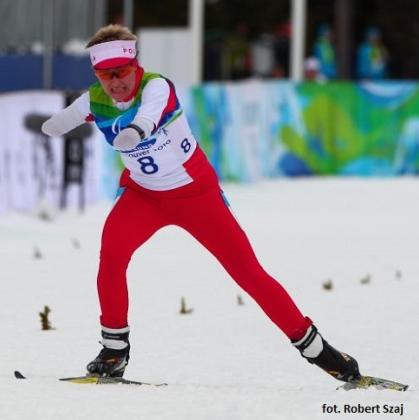 zdjęcie Katarzyny Rogowiec, biegnącej na nartach