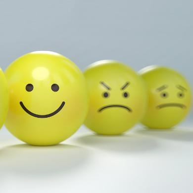 trzy buźki, jedna uśmiechnięta, druga wściekła, trzecia smutna